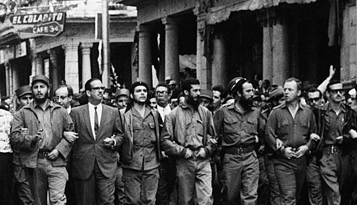 Marcha en protesta por la explosión en La Coubre