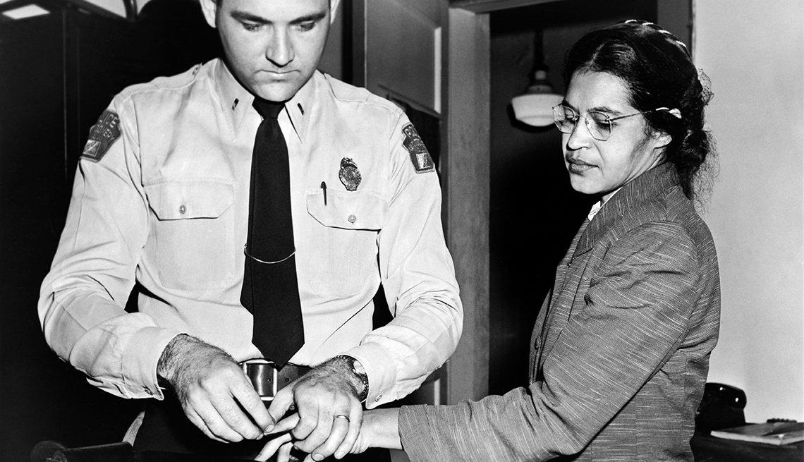 Rosa Parks siendo fichada por la policía