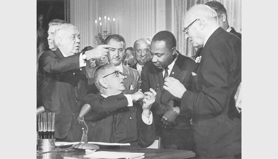 Lyndon B. Johnson y Dr. Martin Luther King Jr.