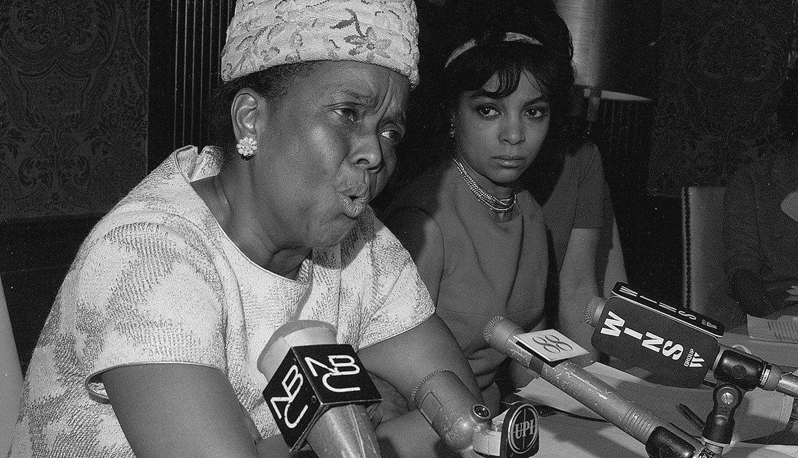 Ella Baker, funcionaria del Fondo Educativo de la Conferencia Sur, habla en la conferencia de prensa Jeannette Rankin el 3 de enero de 1968.