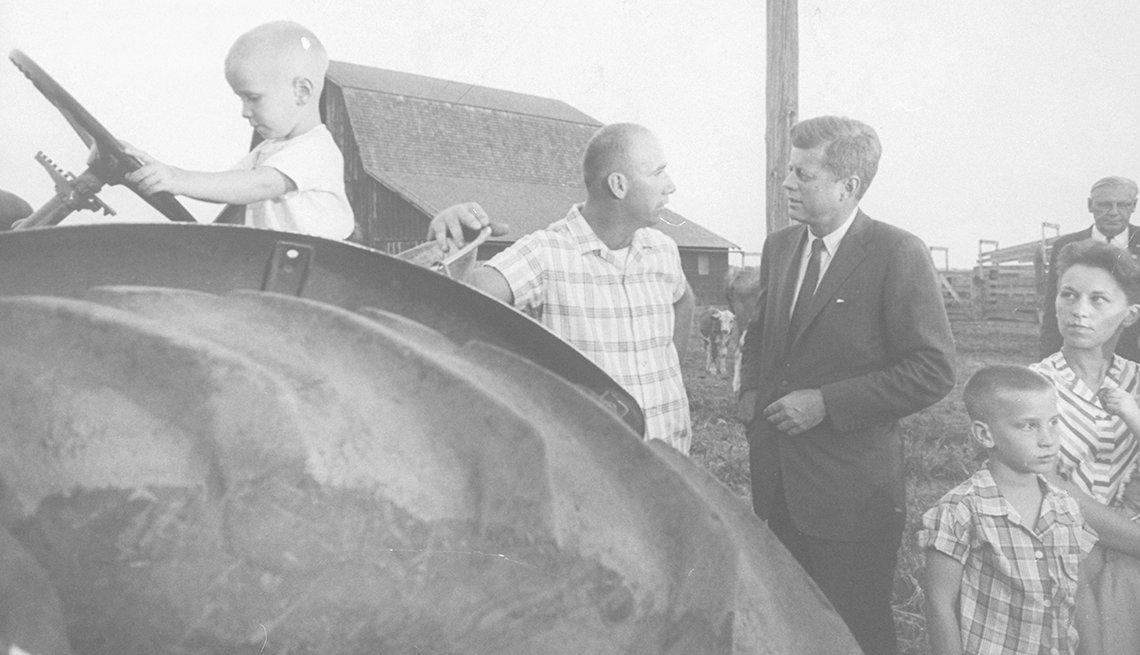 John F. Kennedy visita a los granjeros