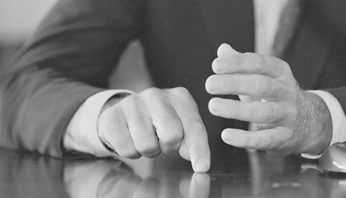 Perfil de las manos de John F. Kennedy