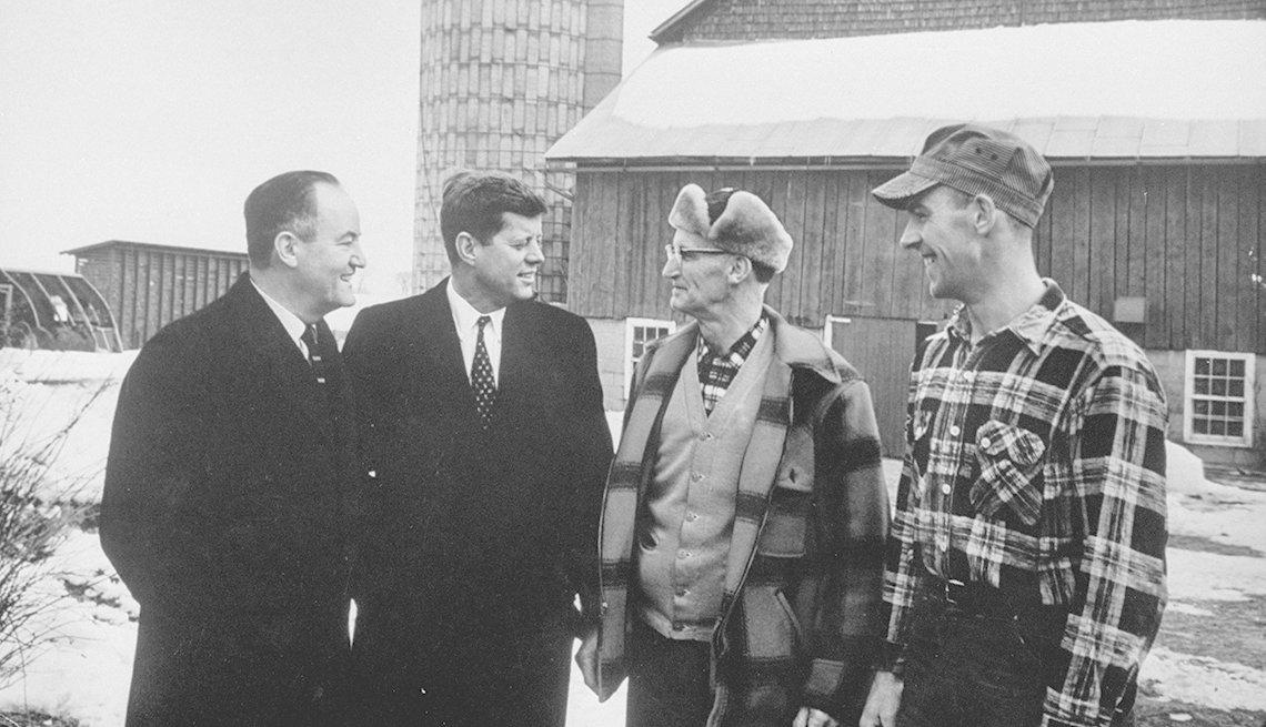Kennedy y el senador Hubert Humphrey durante la campaña
