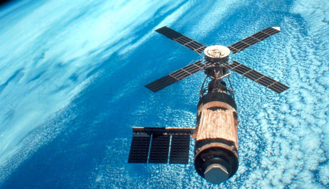 Skylab above earth