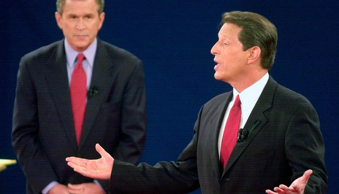 George W. Bush y Al Gore durante un debate