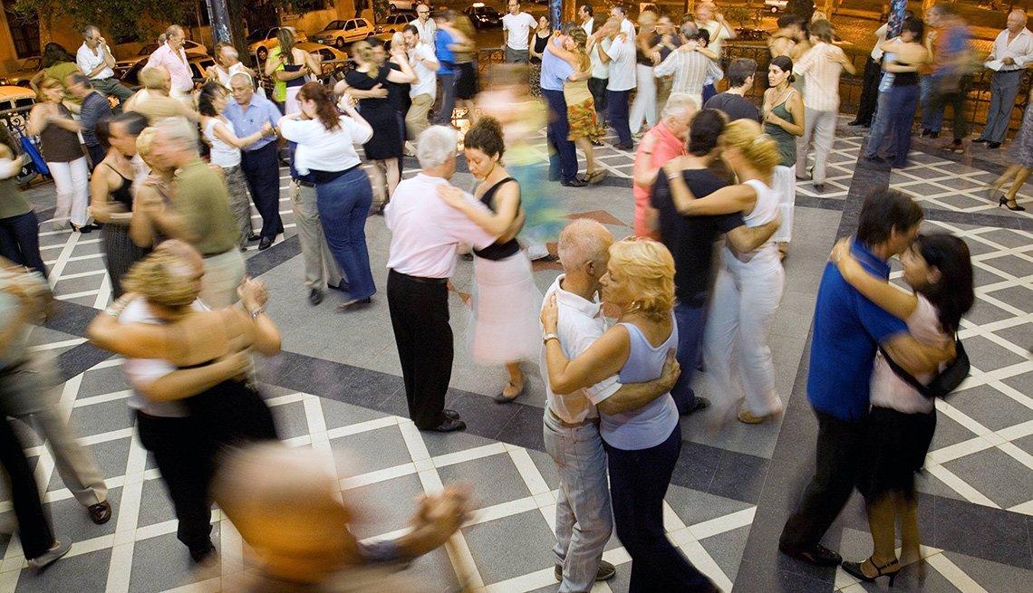 Personas bailando tango