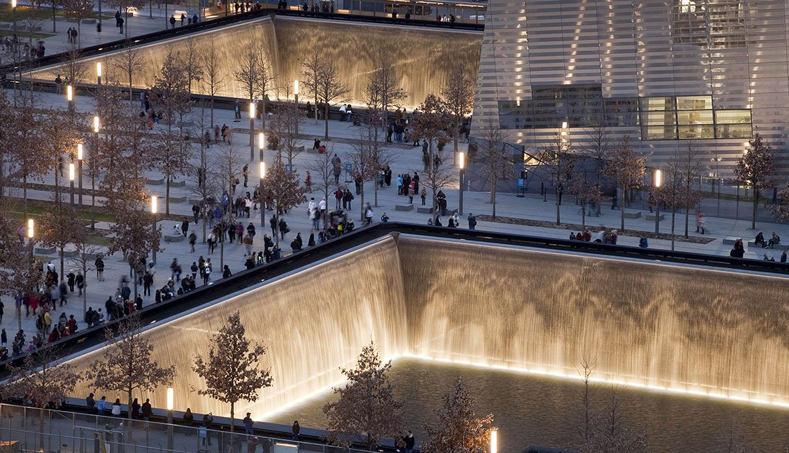 Sept 11 Memorial And Tourists And Visitors In New York City, Free USA Destinations