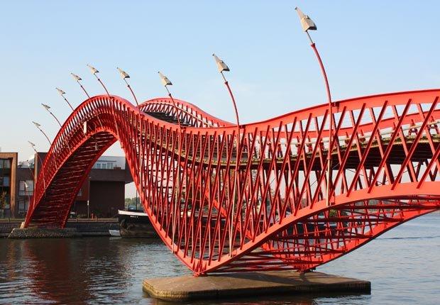 Python Bridge, Amsterdam, Frommers  - Los 10 puentes más hermosos del mundo