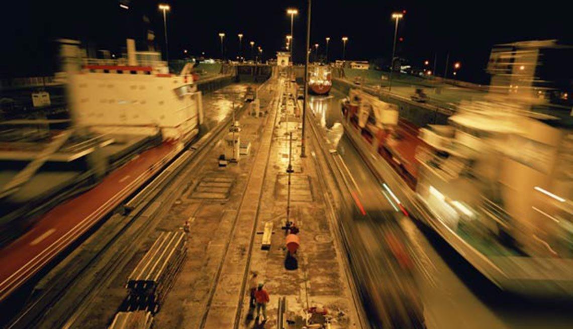 Esclusas de Miraflores en la noche, 10 Hechos inusuales sobre el,Esclusas de Miraflores en la noche, 10 Hechos inusuales sobre el