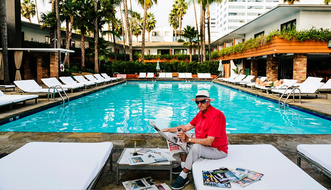Andrew Hetherington Takes His Dad Stuart On Vacation Hollywood, Faye Dunaway Oscar