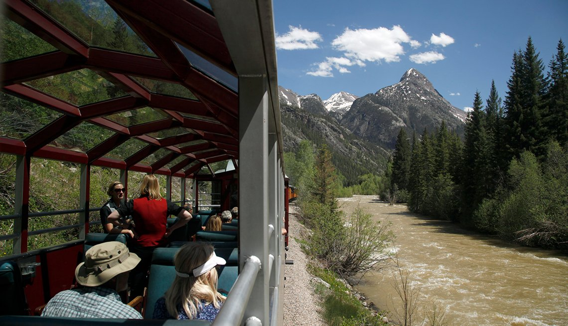 Viajes en tren por espectaculares rutas del norte