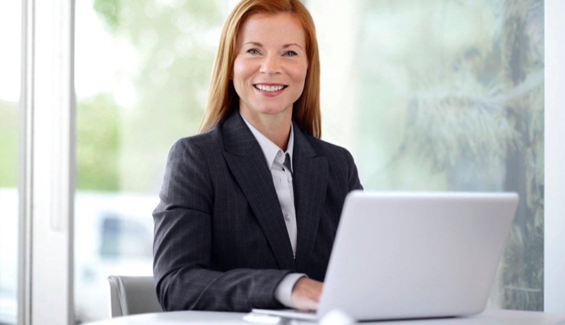 Entrevista de trabajo por video - Consejos - Selecciona tu vestuario