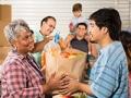 Voluntarios ayudan a combatir el hambre