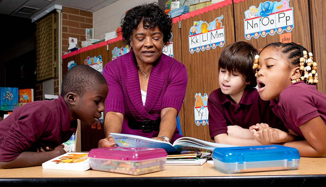 Phylicia Rashad, Students, reading, AARP Foundation Experience Corps