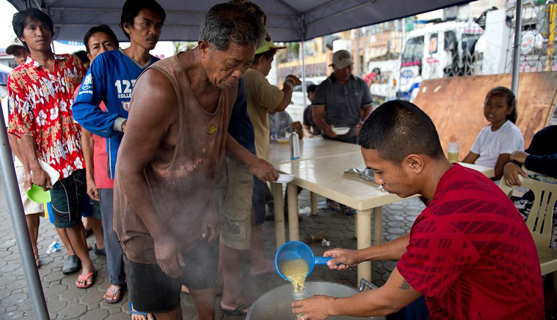 Food distribution, Typhoon Haiyan, Tacloban, Phillipines, AARP Foundation, Disaster Relief