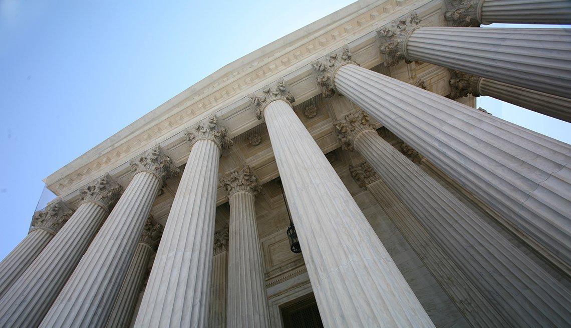 Una vista de las columnas del edificio de la Corte Suprema de Estados Unidos