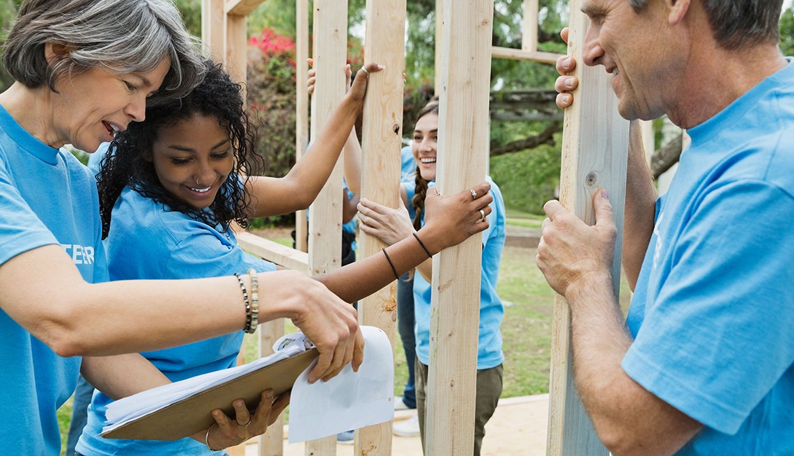 Volunteers, building, Ways to Give, Ways to Give, AARP Foundation
