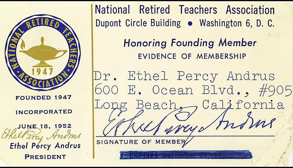 item 8 of Gallery image - Tarjeta antigua de membresía a la asociación de profesores retirados de Washington, con datos y firma de la Dra. Ethel Percy Andrus.