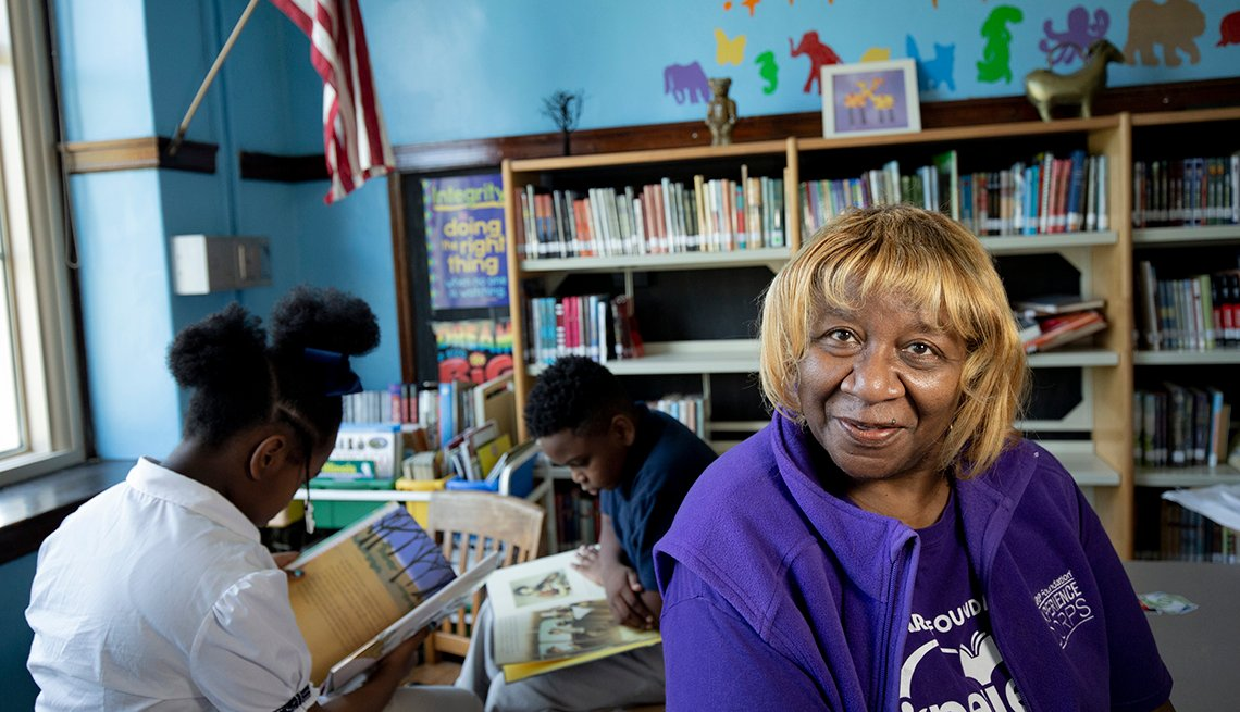 Woman pictured helping kids read