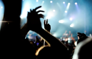 Manos al aire en pleno concierto