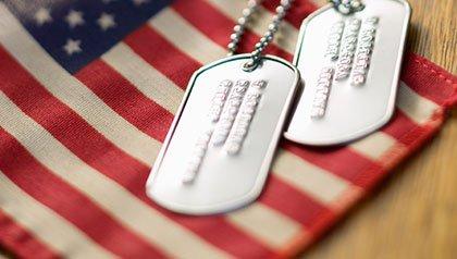 Honra a un veterano con oferta especial de AARP.