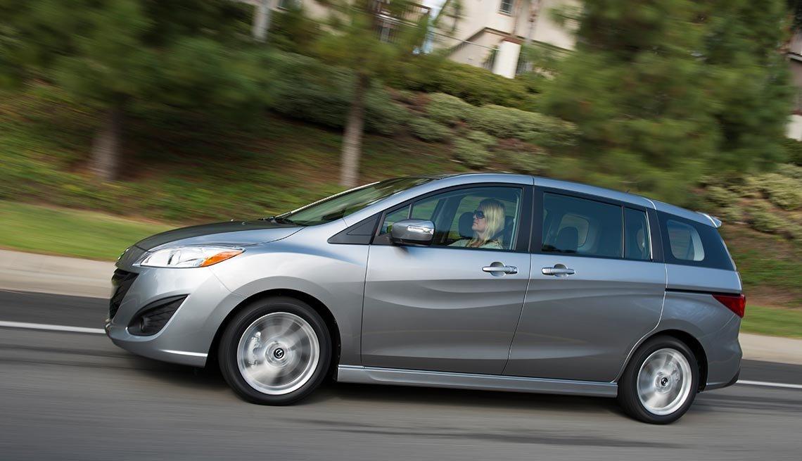 Autos excelentes para alquilar en tus viajes - Mazda5 minivan