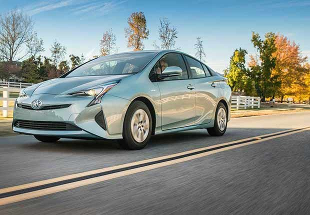 Autos excelentes para alquilar en tus viajes - Toyota Prius