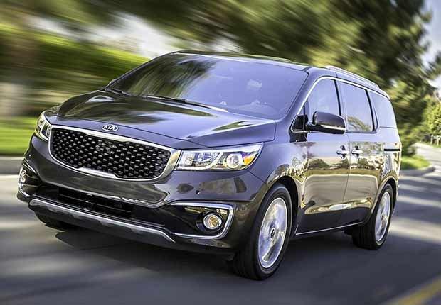 Autos excelentes para alquilar en tus viajes - Kia Sedona minivan