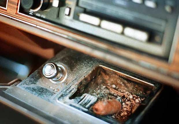 Características que los carros solían tener - Cenicero