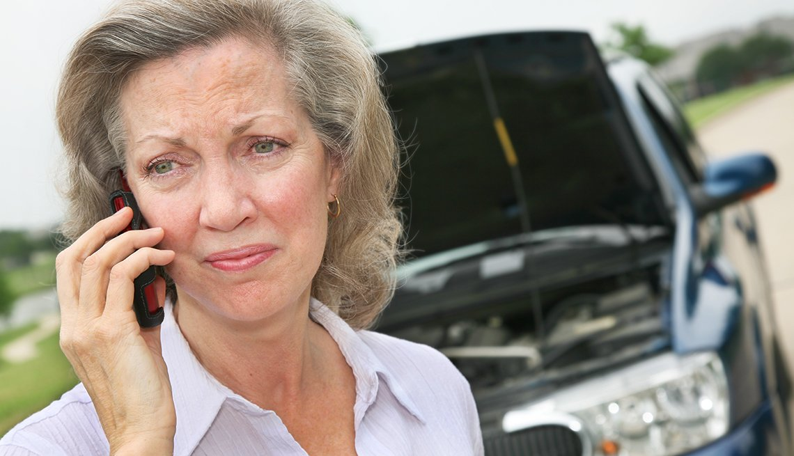 Worried Woman Using Cell Phone, Roadside, When your car breaks down, Safe Driving Resources