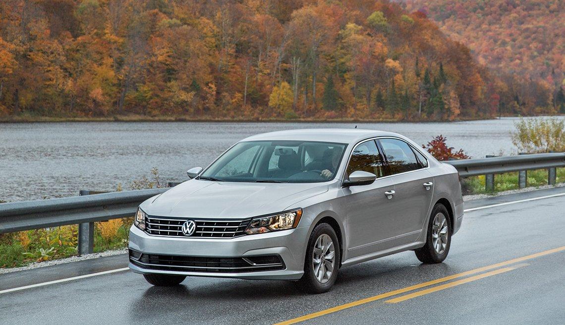 2017 Volkswagen Passat - Los mejores autos para viajar en la carretera