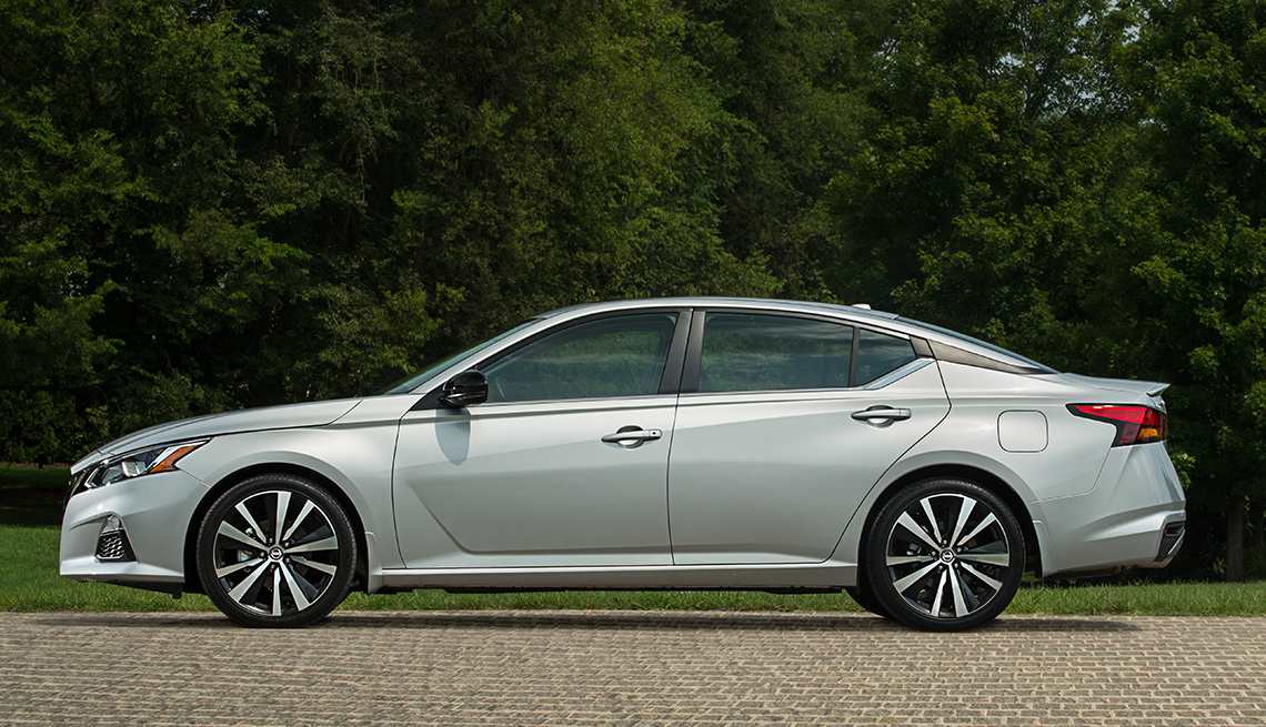 item 10 of Gallery image - Nissan Altima 2019.
