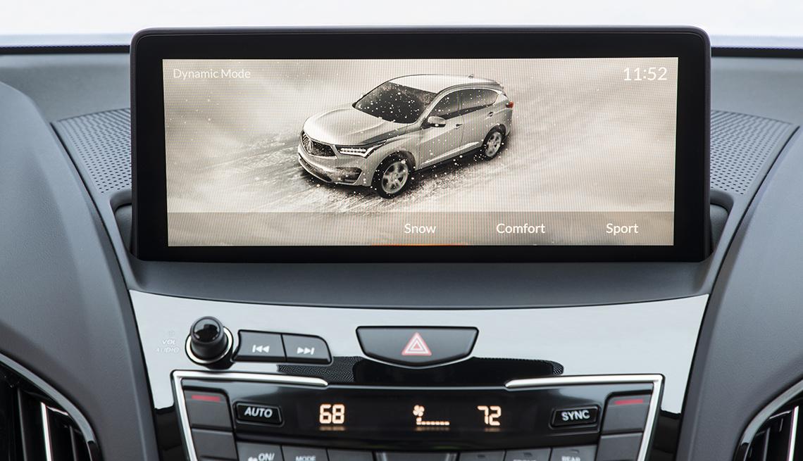 item 1 of Gallery image - Pantalla HMI en la consola de un auto.