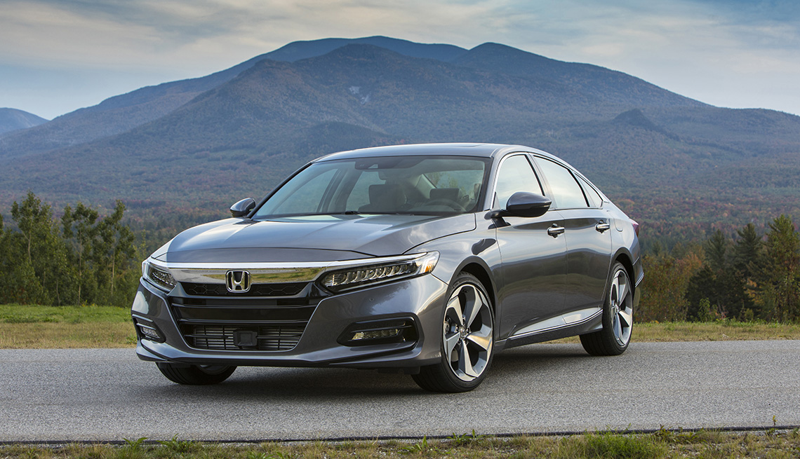 item 6 of Gallery image - Honda Accord Touring 2.0T 2019