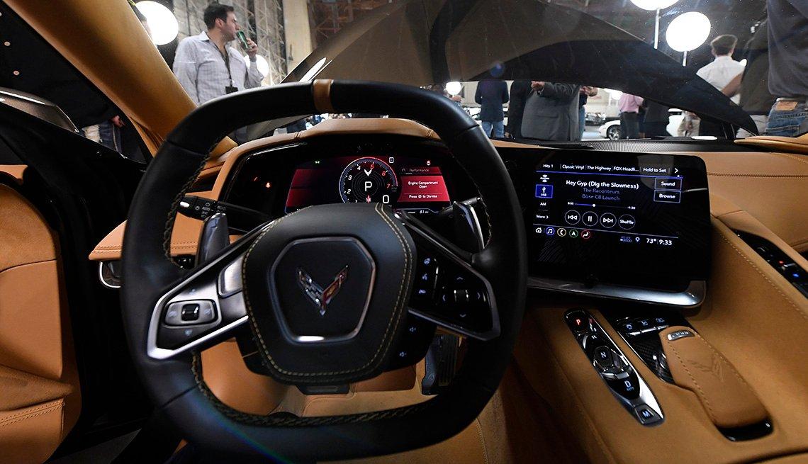 item 9, Gallery image. Generación C8: Vista interior del Corvette modelo 2020, de Chevrolet