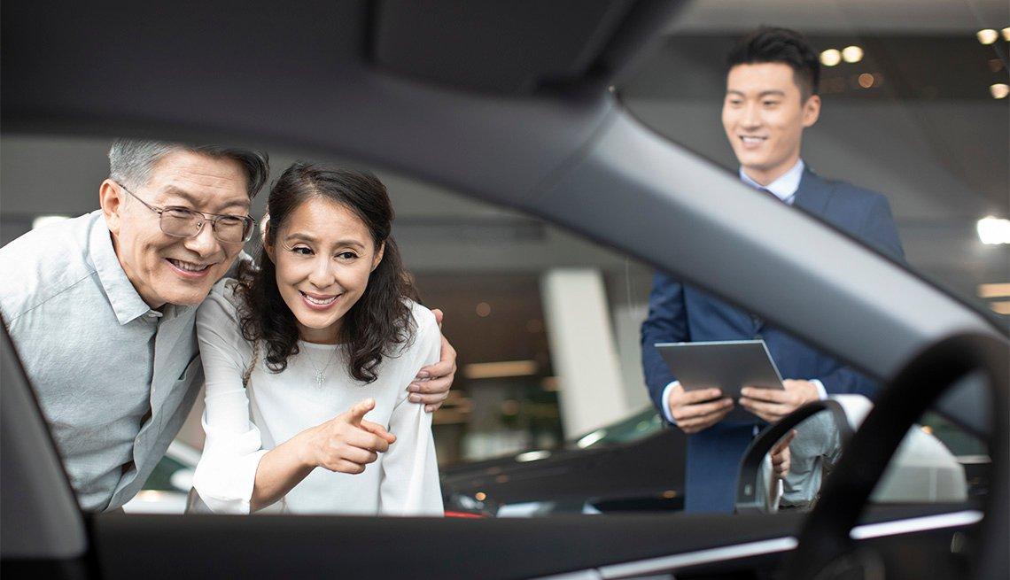 couple car shopping at a dealership