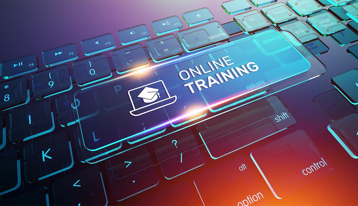 Botón virtual de entrenamiento en línea en el teclado de una computadora
