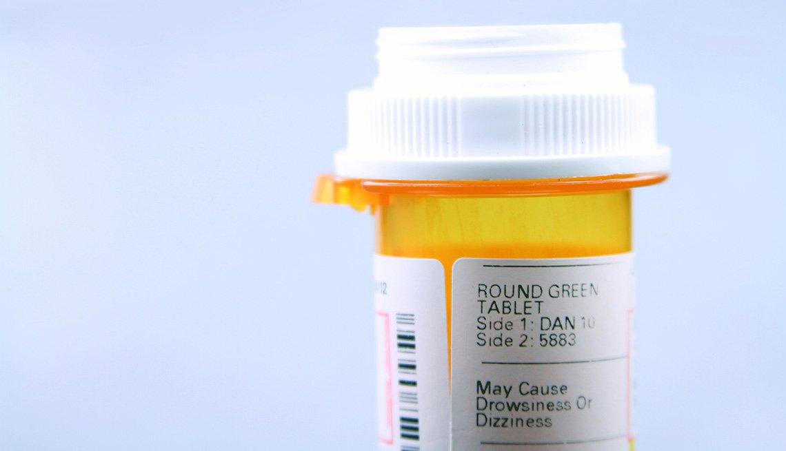 Un frasco de medicamento en un plano cercano