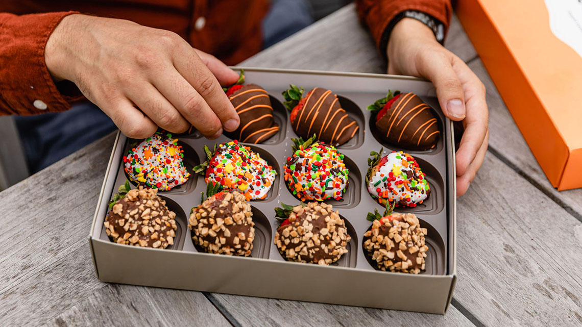fall themed chocolate dipped strawberries