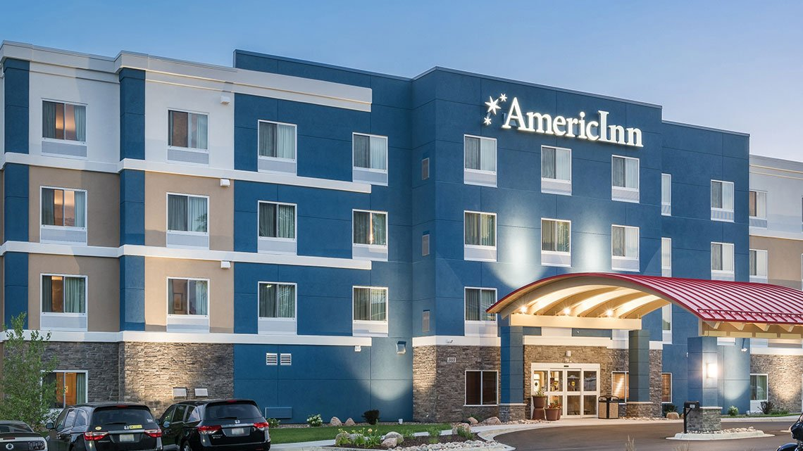 Front view of the AmericInn hotel property