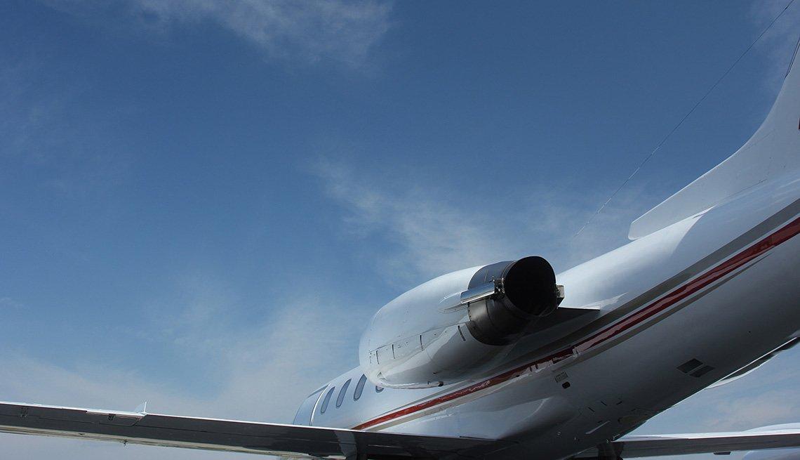 Vista de las turbinas de un avión comercial