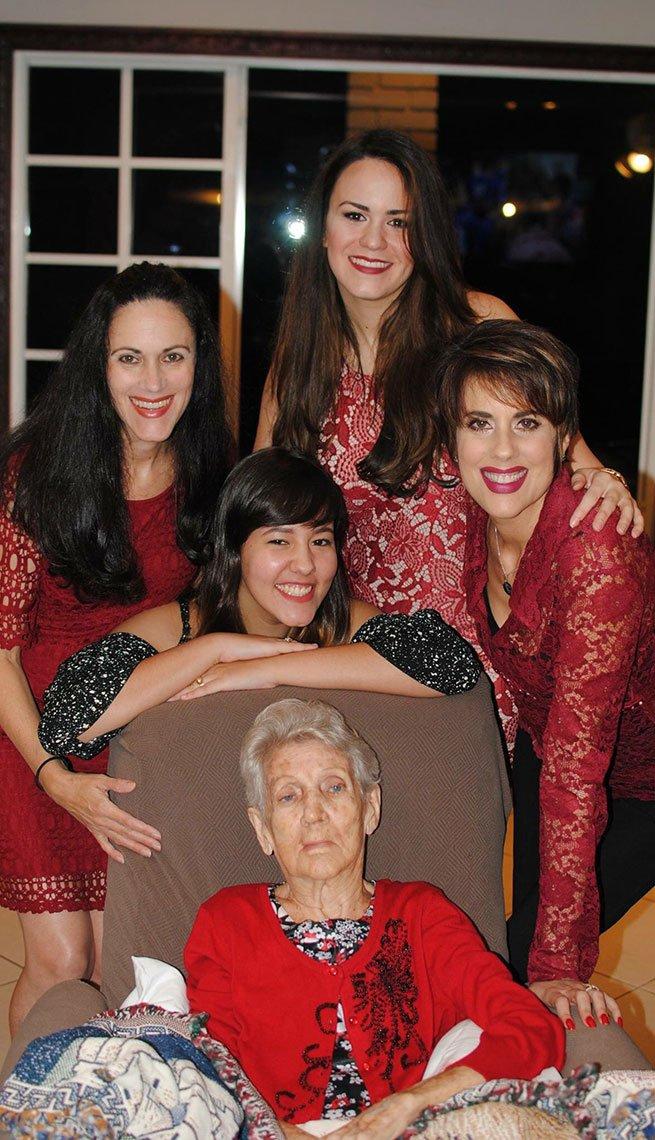 Mercedes Soler junto a su familia