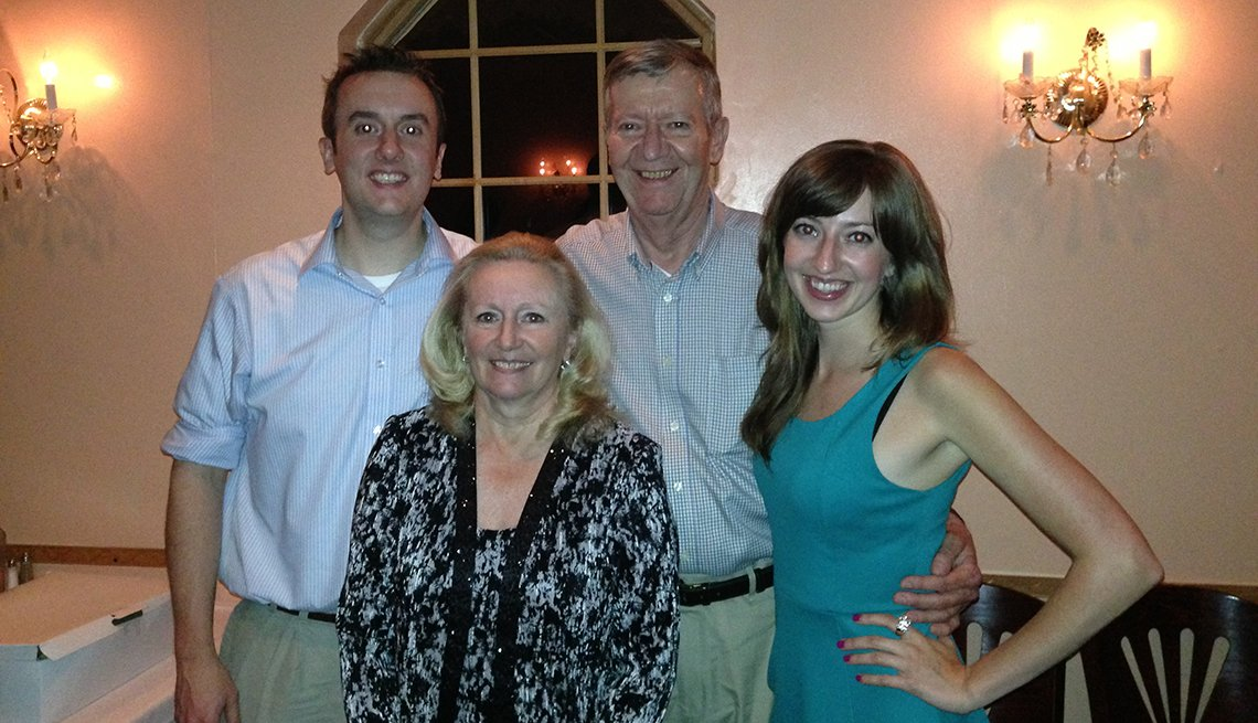 Kristin Davie junto a sus padres y hermano