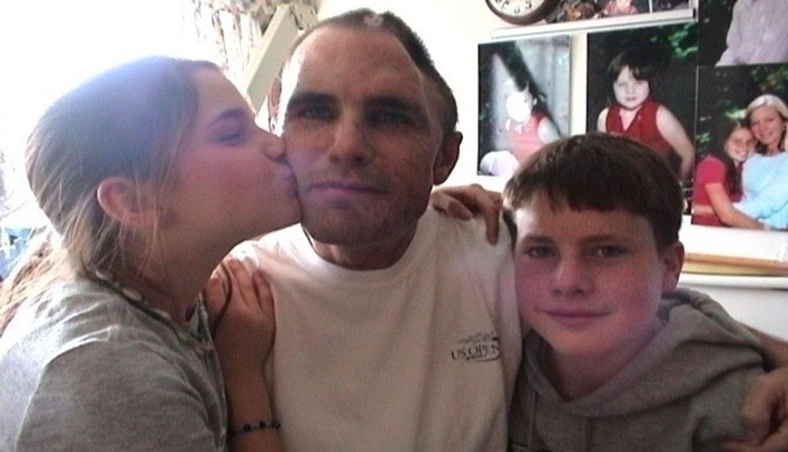 Bob Woodruff junto a sus dos hijos