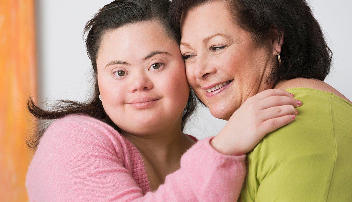 Una madre junto a su hija que padece síndrome de down