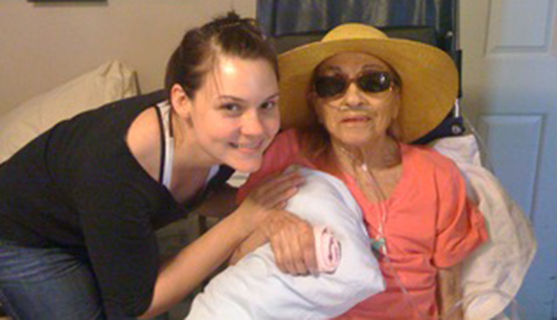Bethany Robertson con su abuela, Maria Viviano.