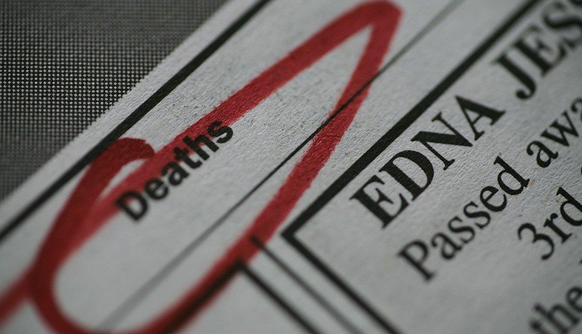 """Imagen de una página de un obituario de un periódico con la palabra en inglés """"Deaths"""" encerrada en un círculo"""