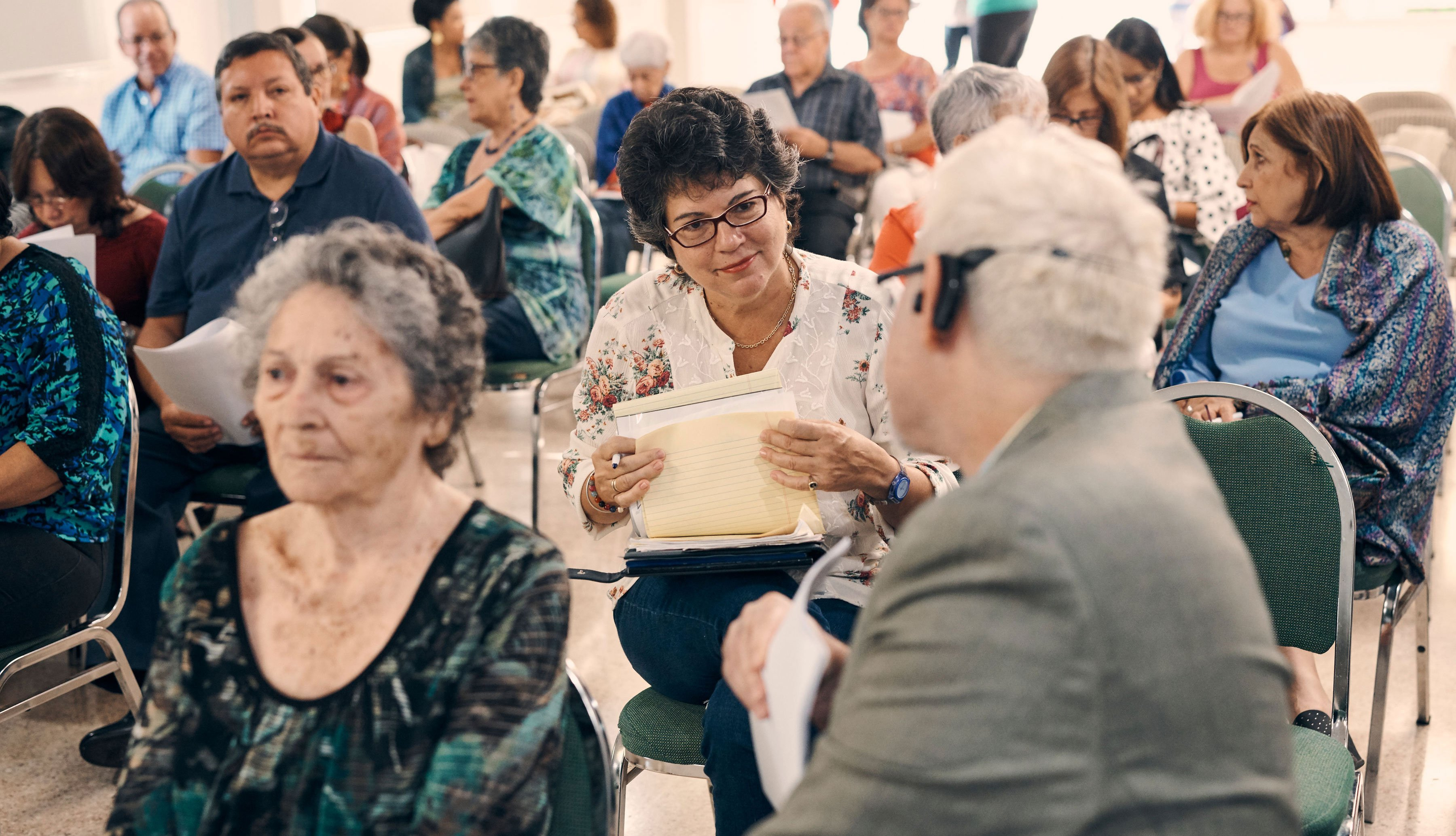 Edgardo Vélez  y su mamá asisten a una las reunión de la Asociación de Alzheimer de Puerto Rico