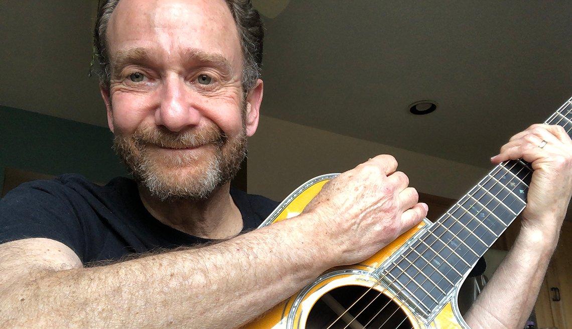 Michael Krieger y su guitarra