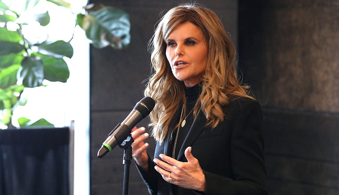 Maria Shriver speaking into a microphone at a Women's Alzheimer's Movement event